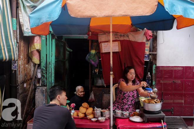 Chuyện cô Ba Sài Gòn có nụ cười giòn tan: Bán phá lấu 28 năm, nuôi 7 miệng ăn và mua nhà 3 tỷ - ảnh 13