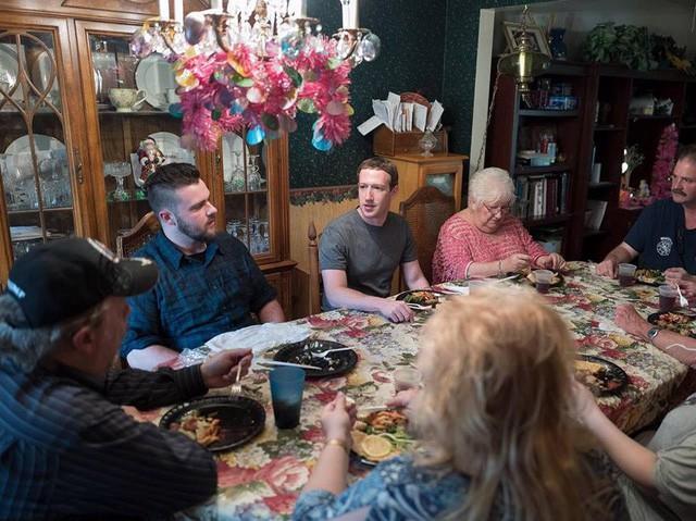 Quyết định ít nhất có thể là cách để Mark Zuckerberg điều hành Facebook nhưng vẫn có thời gian chăm con  - Ảnh 13.