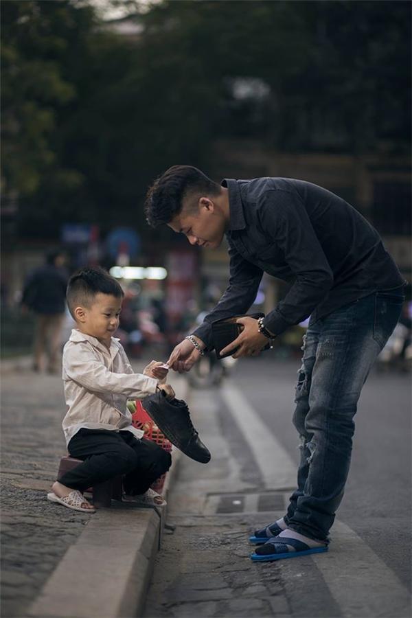 Sự thật bất ngờ về cậu bé đánh giày đang gây bão cộng đồng mạng - Ảnh 14.
