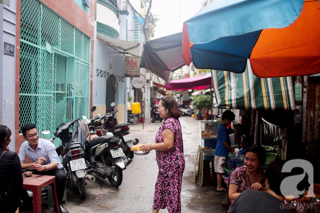 Chuyện cô Ba Sài Gòn có nụ cười giòn tan: Bán phá lấu 28 năm, nuôi 7 miệng ăn và mua nhà 3 tỷ - ảnh 14