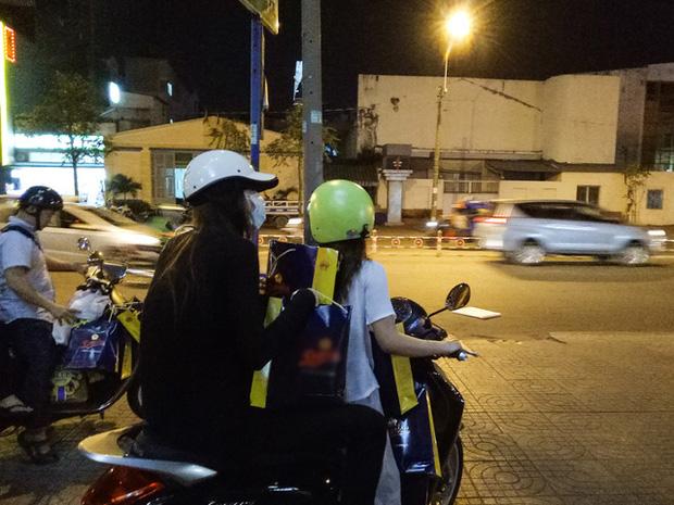 Sau sự hào nhoáng bên ngoài của showbiz, vẫn có những sao Việt giản dị đi xe máy, ăn mì tôm giản dị - ảnh 14