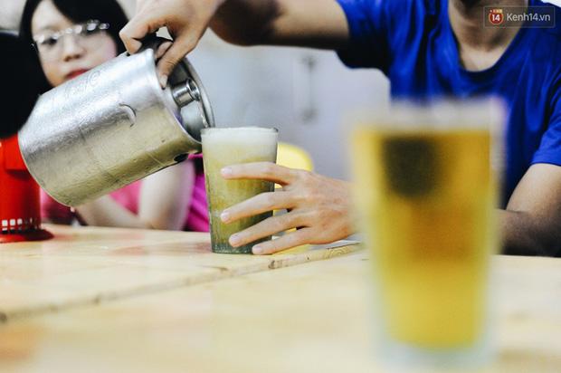 Cốc bia hơi huyền thoại suốt 40 năm qua mà người Hà Nội nào cũng biết: Ai là người đã tạo ra nó? - Ảnh 15.