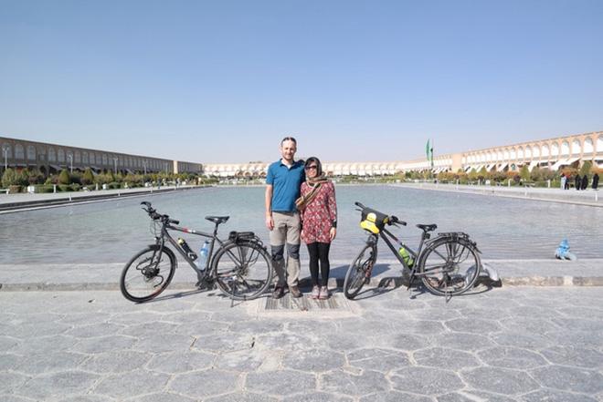 Cặp vợ chồng rong ruổi 11,000km trên xe đạp từ Hungary về Việt Nam: Hành trình trải nghiệm lòng tốt con người - Ảnh 14.