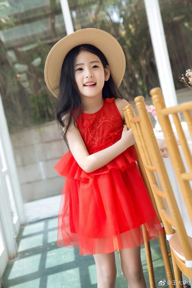 Tiểu tiên nữ có vẻ đẹp giống hệt Trương Bá Chi được dự đoán sẽ trở thành hot girl tương lai - Ảnh 14.