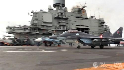 [ẢNH] Khoảnh khắc đẹp của tàu sân bay Nga tham chiến ở Syria - Ảnh 14.