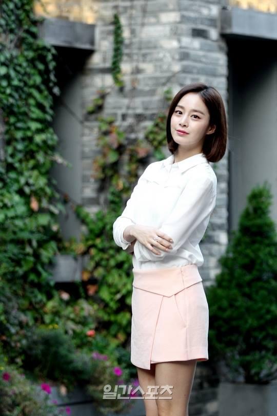 Bí quyết thời trang để Kim Tae Hee trẻ như 18 khi đã gần 40 - Ảnh 5.