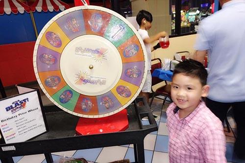 Giữa tin đồn chia tay, Dương Mỹ Linh vắng mặt trong sinh nhật con trai út Bằng Kiều  - Ảnh 5.