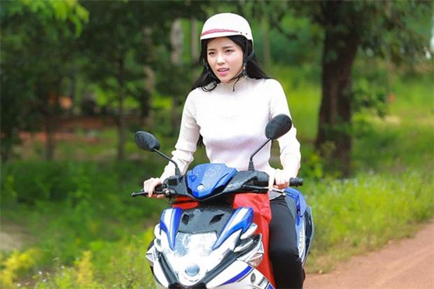 Sau sự hào nhoáng bên ngoài của showbiz, vẫn có những sao Việt giản dị đi xe máy, ăn mì tôm giản dị - ảnh 15