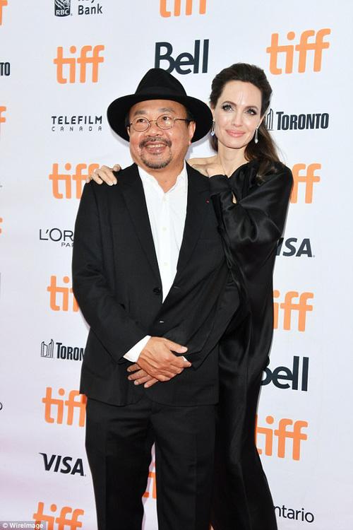 Pax Thiên giờ đã là quý tử cao nhất nhà Angelina Jolie, xuất hiện đầy chững chạc trên thảm đỏ - Ảnh 14.
