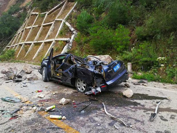 Những hình ảnh kinh hoàng ở thiên đường hạ giới Cửu Trại Câu sau vụ động đất 7 độ Richter - Ảnh 16.