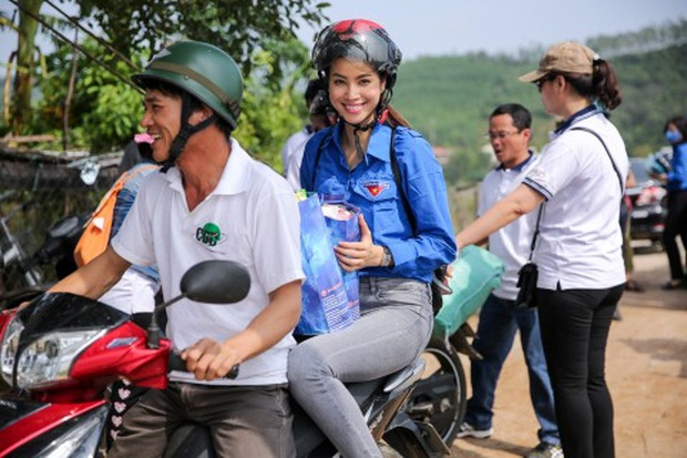 Sau sự hào nhoáng bên ngoài của showbiz, vẫn có những sao Việt giản dị đi xe máy, ăn mì tôm giản dị - ảnh 16