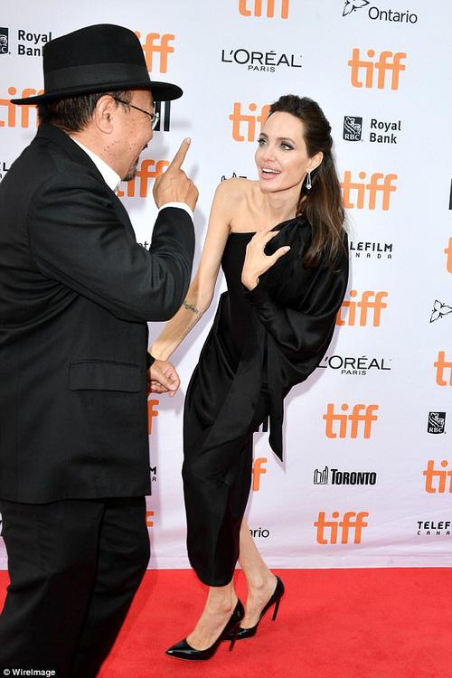 Pax Thiên giờ đã là quý tử cao nhất nhà Angelina Jolie, xuất hiện đầy chững chạc trên thảm đỏ - Ảnh 15.