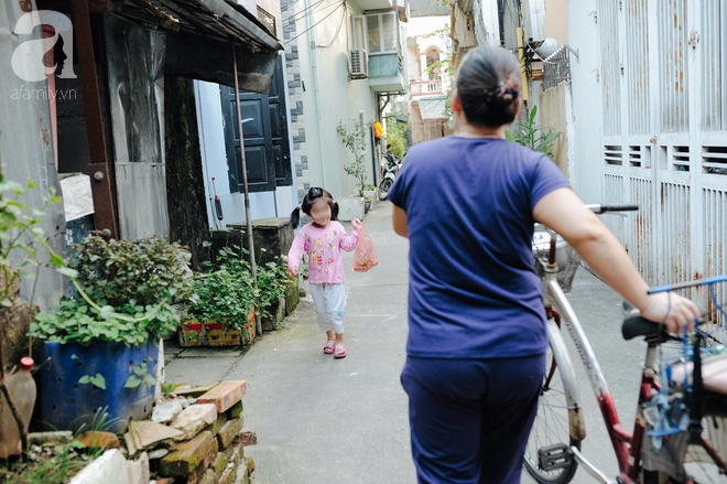 Tổ ấm nhỏ tràn đầy hạnh phúc của người đàn bà hiếm muộn và bé gái bị mẹ bỏ rơi trên xe taxi 4 năm trước - Ảnh 16.