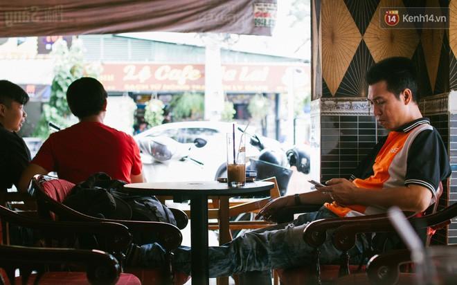 Chùm ảnh: Người Sài Gòn và thói quen uống cafe cóc từ lúc mặt trời chưa ló dạng cho đến chiều tà - Ảnh 16.