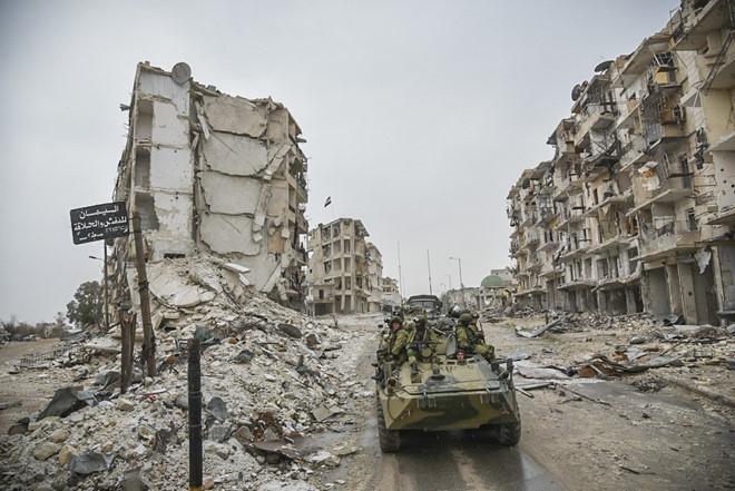 Lính Nga vật lộn với bom mìn chưa nổ ở Aleppo - Ảnh 17.