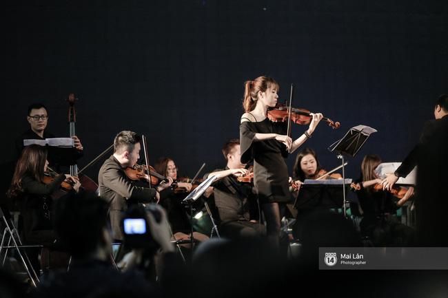 Tối cuối tuần, phố đi bộ Hà Nội vui hơn hẳn với buổi biểu diễn của dàn nhạc giao hưởng London - Ảnh 18.