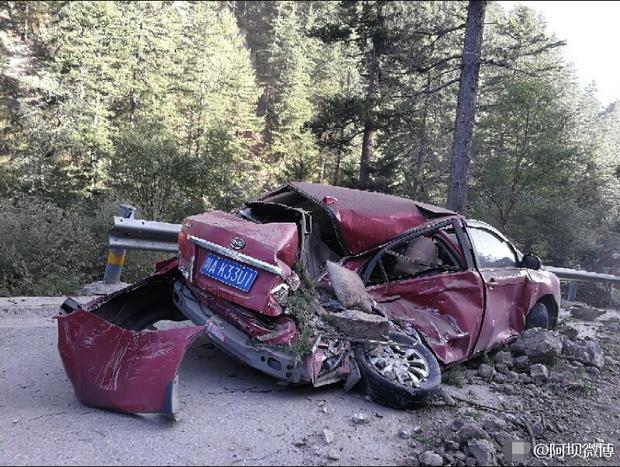 Những hình ảnh kinh hoàng ở thiên đường hạ giới Cửu Trại Câu sau vụ động đất 7 độ Richter - Ảnh 17.