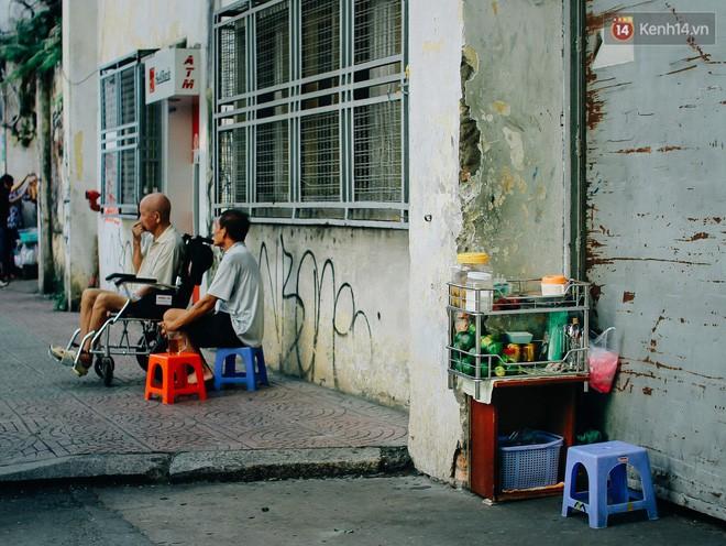 Chùm ảnh: Người Sài Gòn và thói quen uống cafe cóc từ lúc mặt trời chưa ló dạng cho đến chiều tà - Ảnh 17.