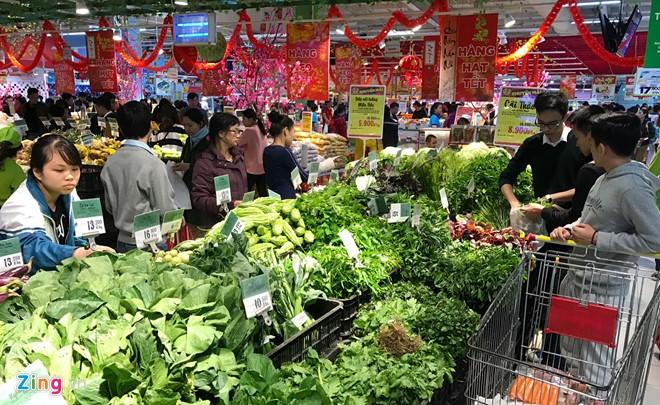Đổ xô sắm Tết ngày cuối kỳ nghỉ lễ ở Sài Gòn, Hà Nội - Ảnh 18.