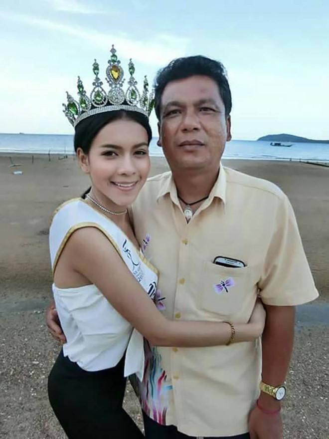 Đám tang Hoa hậu 19 tuổi Thái Lan: Cuối cùng bố mẹ đẻ cô cũng đến - Ảnh 6.