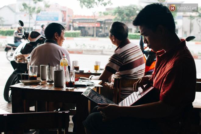 Chùm ảnh: Người Sài Gòn và thói quen uống cafe cóc từ lúc mặt trời chưa ló dạng cho đến chiều tà - Ảnh 19.