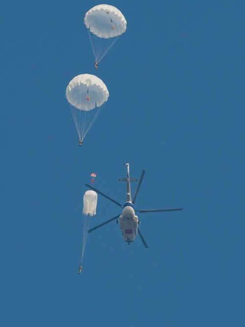 Bộ đội Đặc công nâng cao khả năng hiệp đồng tác chiến, đổ bộ đường không - Ảnh 4.
