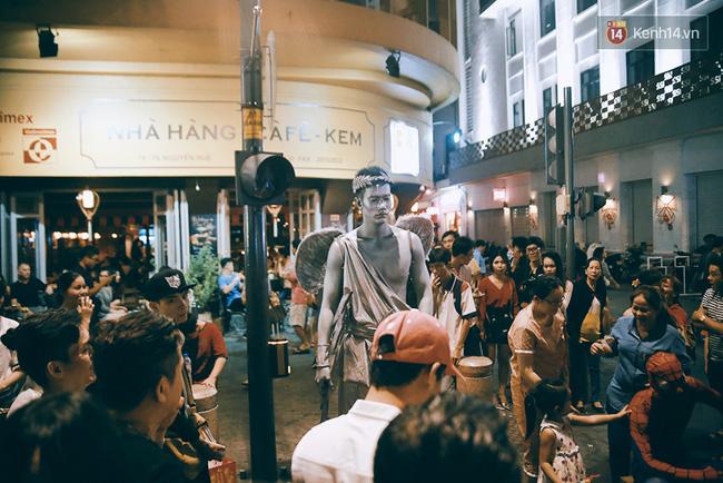 Chuyện chưa kể về chàng thiên thần bất động suốt 5 giờ đồng hồ vào đêm giao thừa ở Sài Gòn - Ảnh 3.