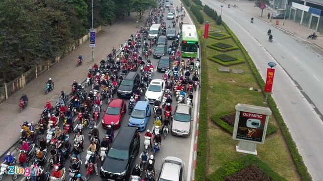 Những tình huống buýt nhanh BRT bị ôtô, xe máy cản trở - Ảnh 4.