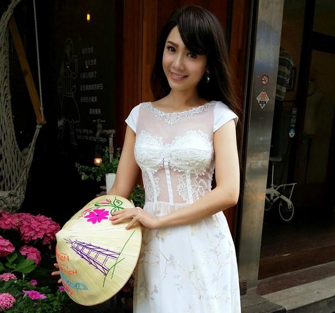 Diễn viên Việt khóc thừa nhận nói dối tại họp báo ở Đài Loan - Ảnh 2.