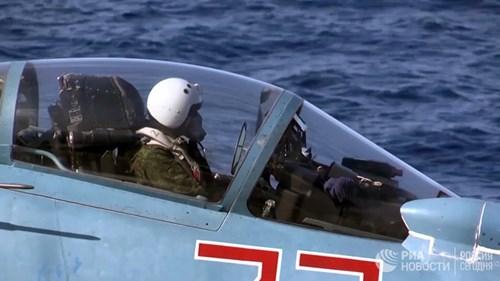 [ẢNH] Khoảnh khắc đẹp của tàu sân bay Nga tham chiến ở Syria - Ảnh 2.