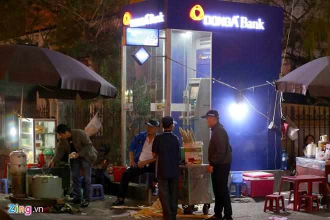 Những xó xỉnh rút tiền ở Hà Nội - Ảnh 3.