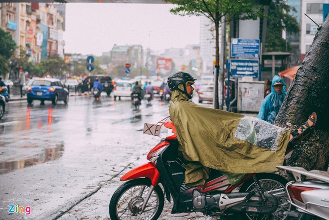Những cảnh đời mưu sinh trong mưa lạnh - ảnh 3
