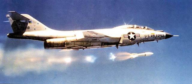 Phòng không Bắc Mỹ: 2.000 tiêm kích đấu máy bay ném bom - Ảnh 3.