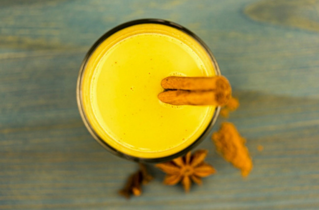 Trộn gừng, nghệ với nước cốt dừa: Công thức không chỉ giúp bạn detox gan ngay khi ngủ mà còn nhiều hơn thế - Ảnh 2.