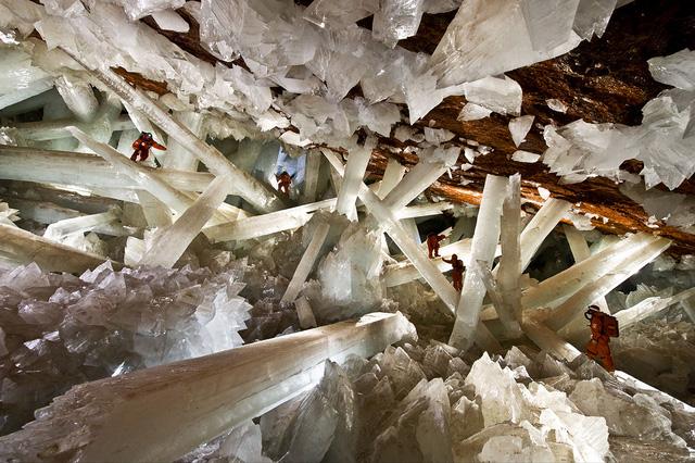 Phát hiện ra những con vi khuẩn cổ đại vẫn sống 50.000 năm nay trong hang tinh thể khổng lồ tại Mexico - Ảnh 2.