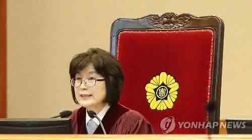 Bức ảnh ấn tượng về người phế truất nữ Tổng thống Hàn - Ảnh 2.
