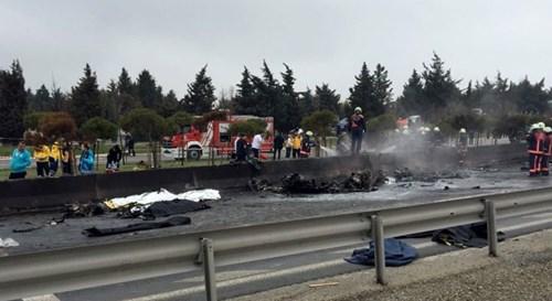 Máy bay trực thăng đâm trúng tháp truyền hình, 5 người chết - Ảnh 3.