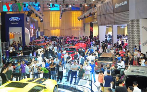 Giá xe ô tô giảm mạnh, sao khách hàng Việt vẫn thờ ơ? - Ảnh 2.