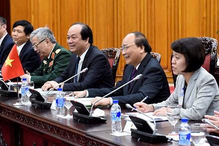 Thủ tướng Nguyễn Xuân Phúc tặng Thủ tướng Singapore món quà độc đáo - Ảnh 3.