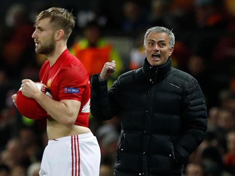 Đến Sir Alex cũng sẽ giải quyết vấn đề của Luke Shaw như Mourinho mà thôi - Ảnh 3.