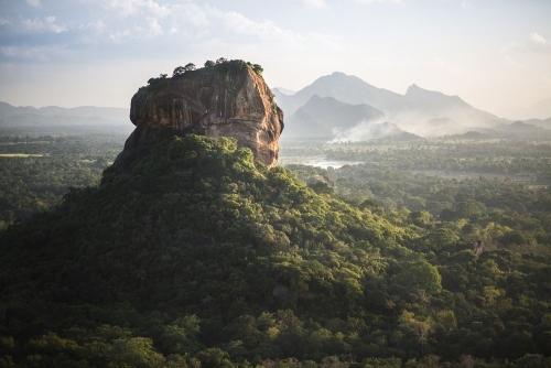 10 kỳ quan thiên nhiên là những tảng đá nguyên khối lớn nhất thế giới - Ảnh 3.