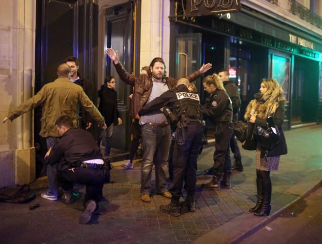 Paris: Xả súng giữa đại lộ Champs Élysées, một cảnh sát thiệt mạng - Ảnh 2.