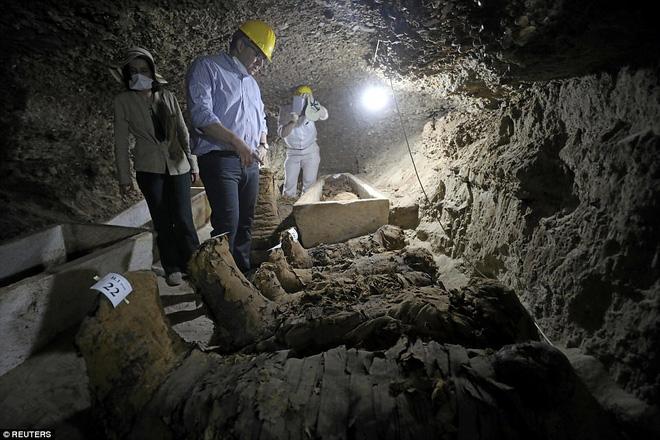 Khai quật mộ cổ Ai Cập 2300 năm tuổi - ít nhất 17 xác ướp cấp cao được tìm thấy - Ảnh 3.