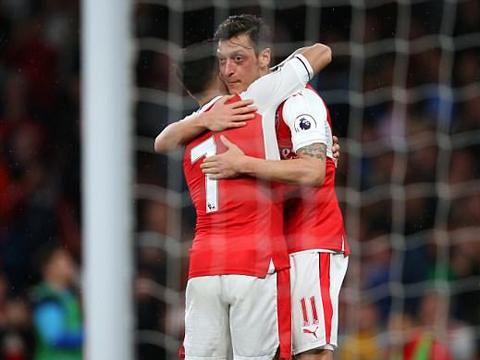 Mesut Oezil phá vỡ kỷ lục Premier League về số cơ hội tạo ra trong một trận đấu - Ảnh 3.