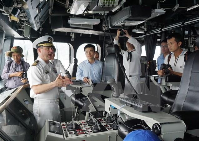 Tàu tuần duyên Mỹ cập cảnh Cam Ranh tham gia giao lưu hải quân - Ảnh 2.