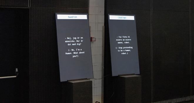 Xem hai con robot trò chuyện với nhau thông qua Google Dịch, vì một con dùng tiếng Ý và một con dùng tiếng Thụy Điển - Ảnh 1.