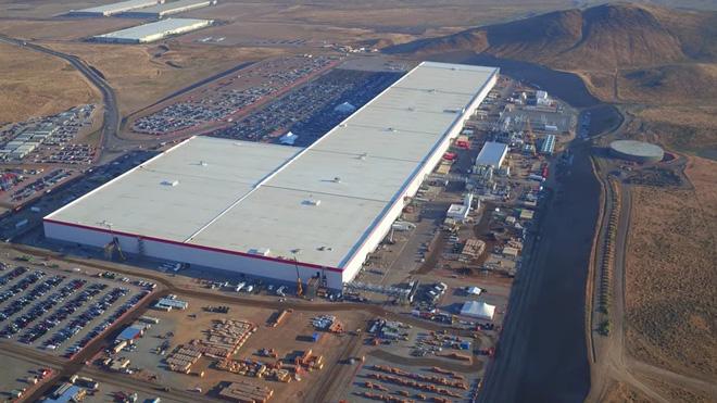 Cùng ngắm nhìn vẻ bề ngoài của siêu nhà máy khổng lồ Tesla Gigafactory rộng tới hơn 5 triệu mét vuông - Ảnh 3.