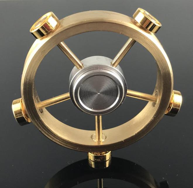 Công ty Nhật tạo ra phiên bản Rolls Royce của món đồ chơi fidget spinner, có thể quay 12 phút không ngừng - Ảnh 3.