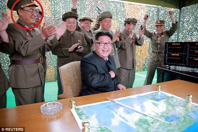Vị tướng bí ẩn đứng sau Kim Jong-un có thể khơi mào Thế chiến III là ai? - Ảnh 3.