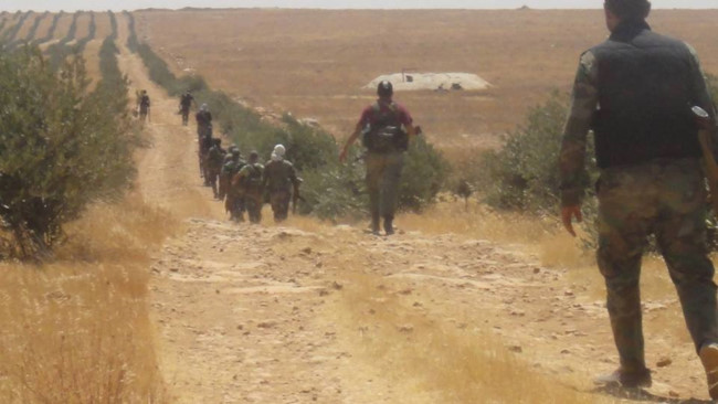 """""""Hổ Syria"""" sát cánh quân tình nguyện tiến đánh IS trên chiến trường Hama - Ảnh 3."""